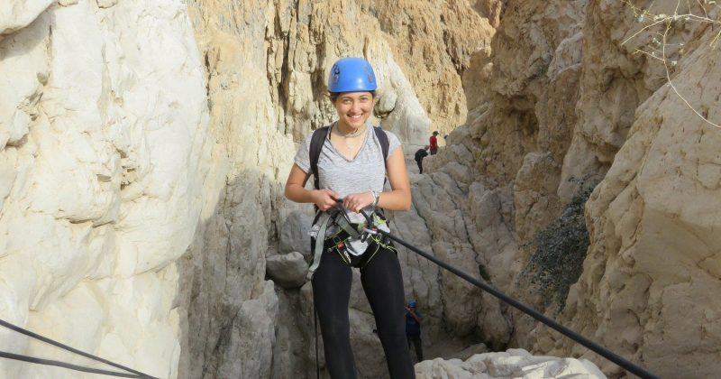 Rappelling qumran canyon